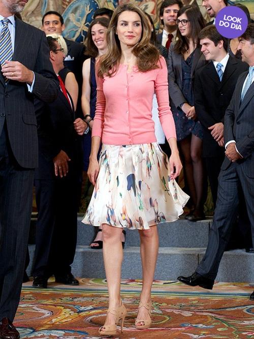 Vestidos curtos e jaqueta fizeram sucesso entre as famosas