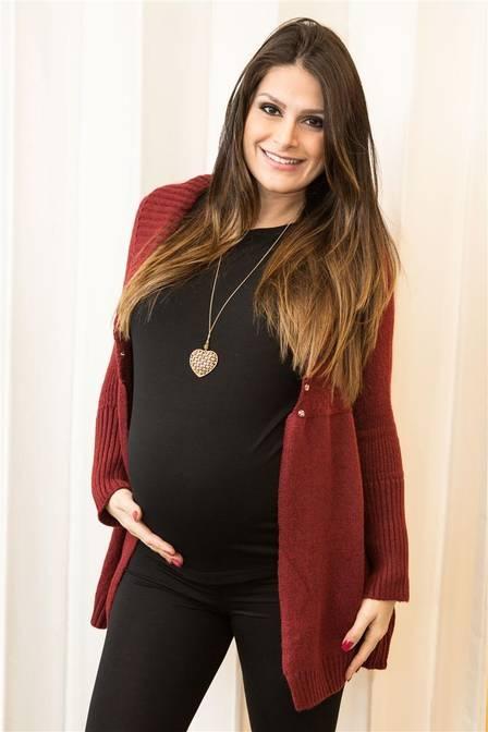 Entrando no último mês de gestação, Natália Guimarães diz que não quis saber quanto engordou