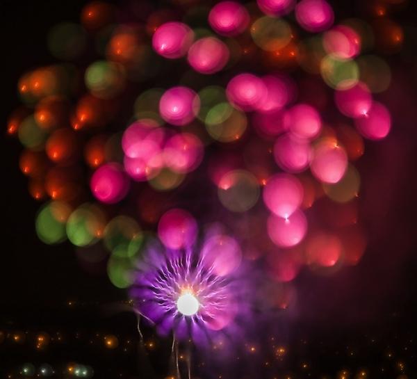 Lente ultrassônica faz fotos megacuriosas de fogos de artifício; veja