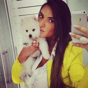 Nicole Bahls sofre com morte de cachorro: