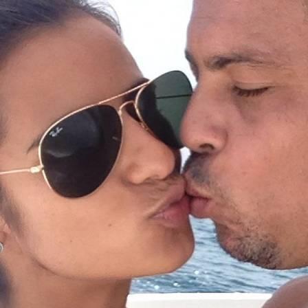 Após fotos à beira da piscina, Ronaldo Fenômeno tenta salvar seu relacionamento em viagem com a família para Ibiza