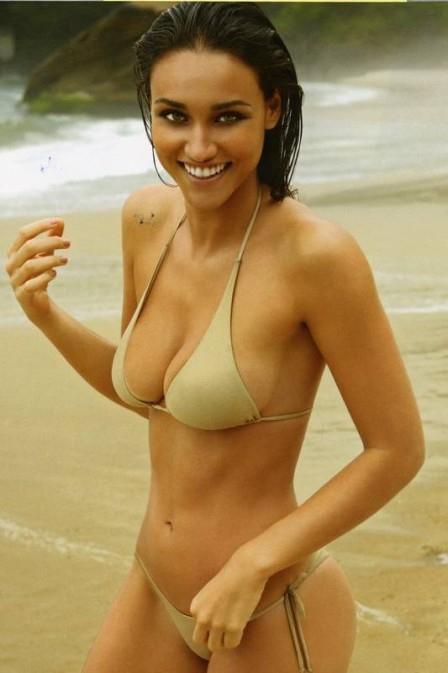 Débora Nascimento assume ter celulite e diz não se incomodar: ?Não sou desesperada para ter o corpo perfeito?
