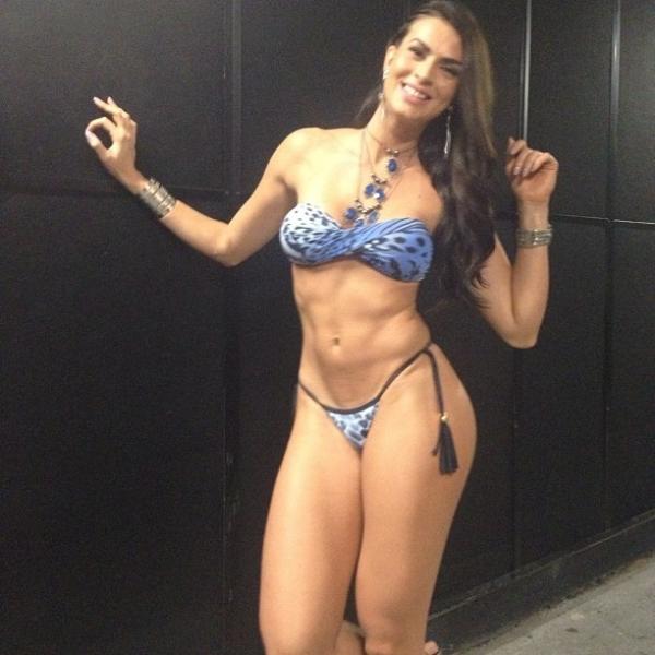 De biquininho, Renata Molinaro mostra corpo saradíssimo em foto na internet
