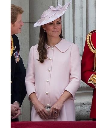 Filho de Kate Middleton não nascerá nesta semana, diz site