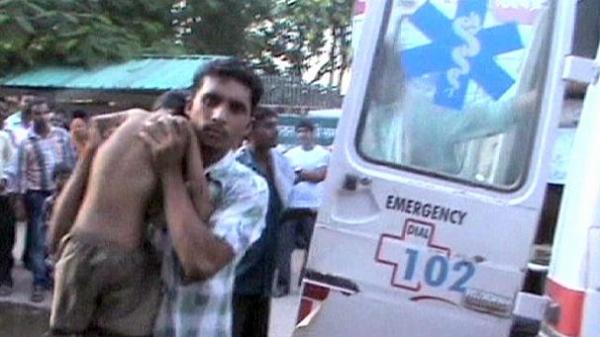 Protestos eclodem na Índia após morte de 22 crianças por merenda contaminada