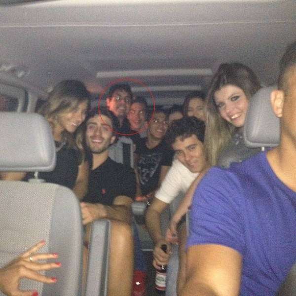 Com só 13 anos, Ronald  curte noite com Bruno De Luca e amigos em Ibiza