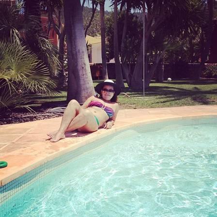Dona Sonia, mãe de Ronaldo Fenômeno, cria perfil no Instagram e posta fotos de biquíni