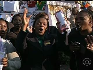 Internado, Nelson Mandela faz 95 anos e recebe homenagens na África do Sul