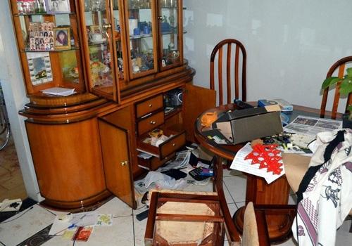 Pai e filha são agredidos com martelo durante assalto a casa em Piracicaba