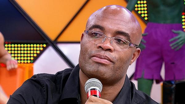 Anderson Silva chora ao comentar suposta armação em luta; veja