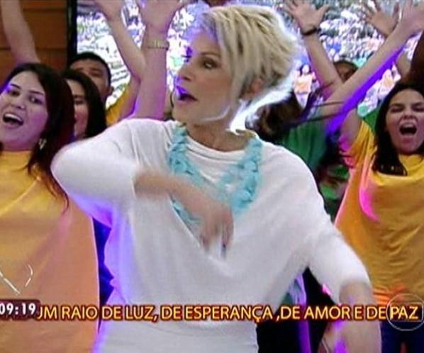Descompassada, Ana Maria Braga se perde ao tentar acompanhar passos de dança no Mais Você