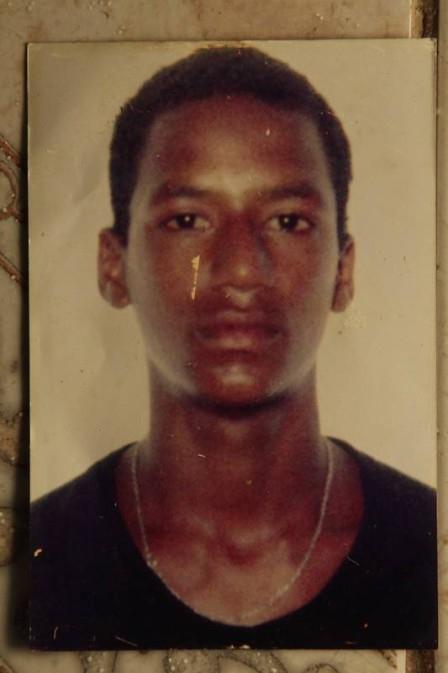 Enterrado como indigente, jovem teria sido morto por policiais militares há oito anos