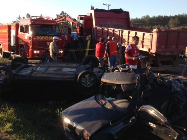 Acidente envolvendo oito veículos deixa 4 pessoas mortos no RS
