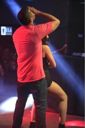 Anitta sensualiza e deixa fã louquinho durante show em Salvador; veja fotos