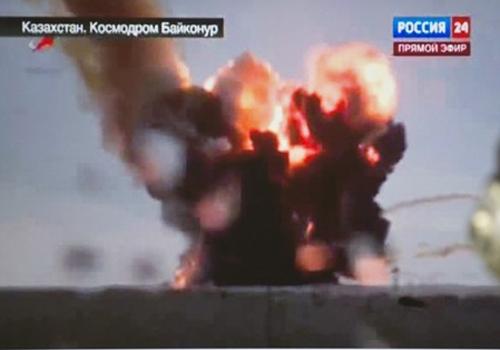 Foguete russo carregado com satélites cai logo após decolar