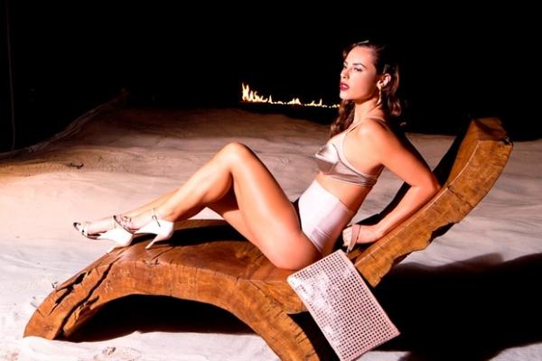 Paolla Oliveira mostra barriga sarada em nova campanha de moda