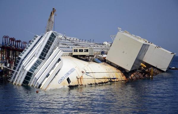 Acusados pelo naufrágio do Costa Concordia pegam pena de prisão