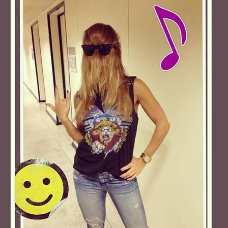 Copie os looks rock and roll de Anitta e Dany Bananinha