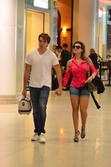 Babi Rossi rebate críticas a Olin Batista: ?Garanto que de gay meu namorado não tem nada?