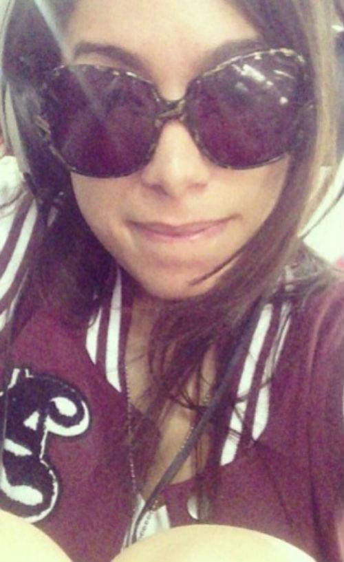 Com rosto cansado cantora Anitta filosofa em redes sociais e posta foto