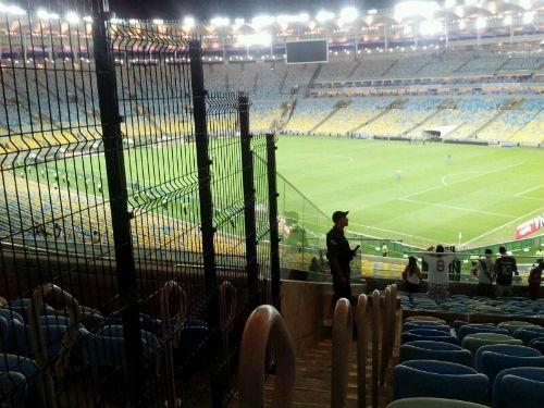 Novo maracanã tem assentos com vistas prejudicada por divisória