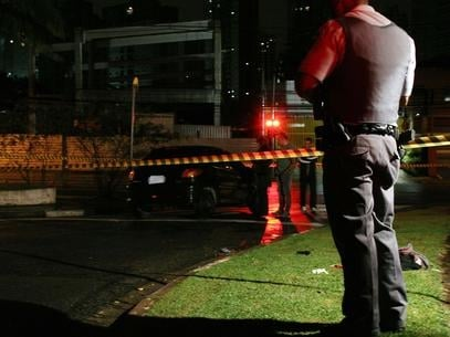 Suspeito é baleado por policial militar em tentativa de assalto na zona sul