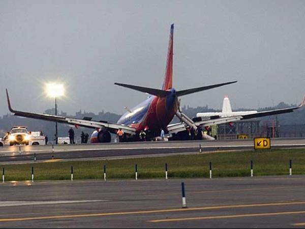 Aterrissagem de avião  sem trem de pouso deixa  10 feridos em Nova York