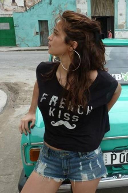 Nanda Costa aparece em primeira foto dos bastidores do ensaio feito em Cuba para a ?Playboy? de agosto