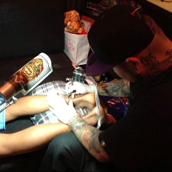 Próximo de ida à Espanha, Neymar aumenta número de tatuagens