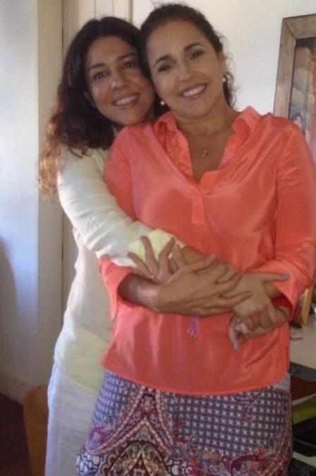 Daniela Mercury posa agarradinha a Malu Verçosa, e espanta boatos sobre separação