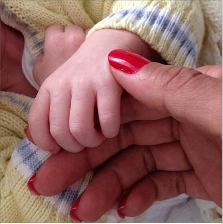 Com 35 dias de vida, bebê de Eike Batista e Flávia Sampaio é internado em hospital