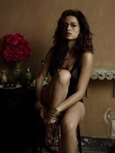 Revista ?Playboy? divulga primeira foto do ensaio de Nanda Costa