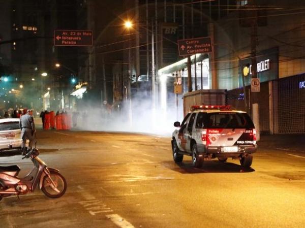 Em São Paulo, polícia dispersa protesto de apoio a atos no Rio