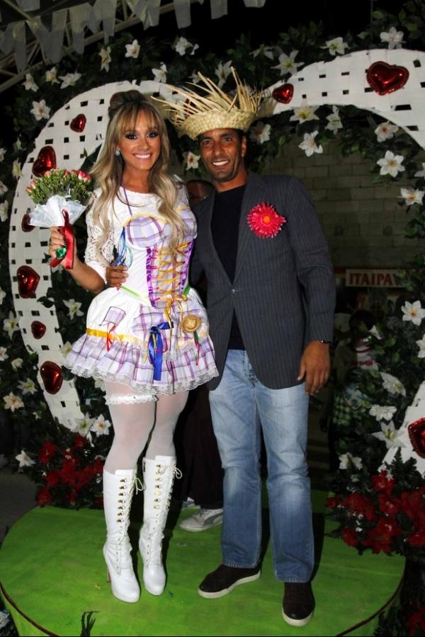 Juju Salimeni e Edmundo se casam em festa caipirira