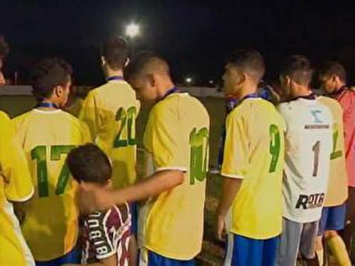 Cena lamentável em premiação de campeonato sub-19 no Piauí