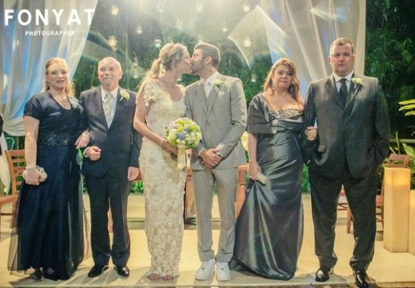 Luana Piovani posta foto e comemora o casamento com Scooby: