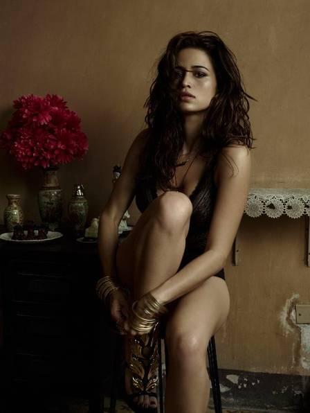 Nanda Costa exibe parte dos seios em nova foto de divulgação da ?Playboy?