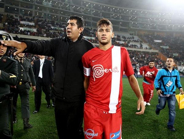 Jornal boliviano revela tendência de pais darem nome de Neymar a filhos