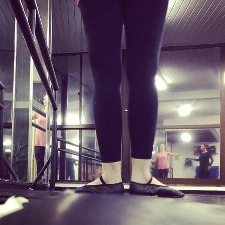 Aos 34 anos, Fernanda Rodrigues usa creme anti-idade e mantém a boa forma com malhação e balé