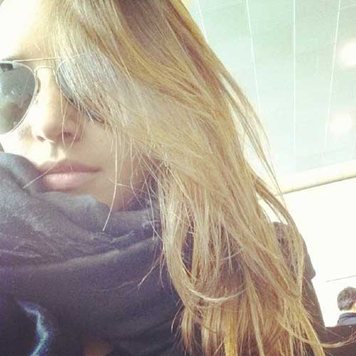 Recém-separada, atriz Mariana Rios aparece loira após post de