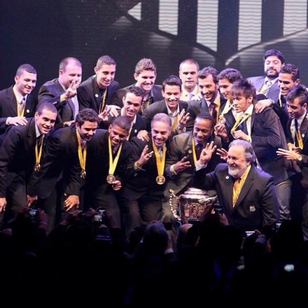 Lateral dá adeus ao time do Santos e agradece
