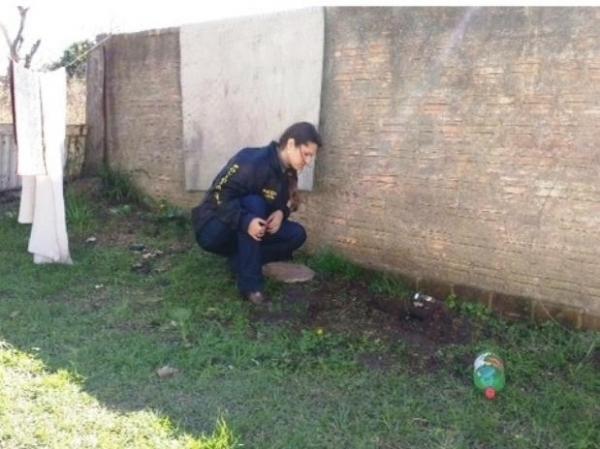 Mãe é presa por suspeita de enterrar vivo o filho recém-nascido