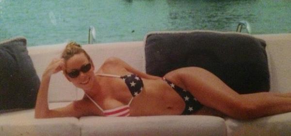Mariah Carey mostra suas curvas com biquíni dos Estados Unidos