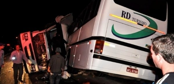Acidente entre ônibus e caminhão mata seis no Rio Grande do Sul