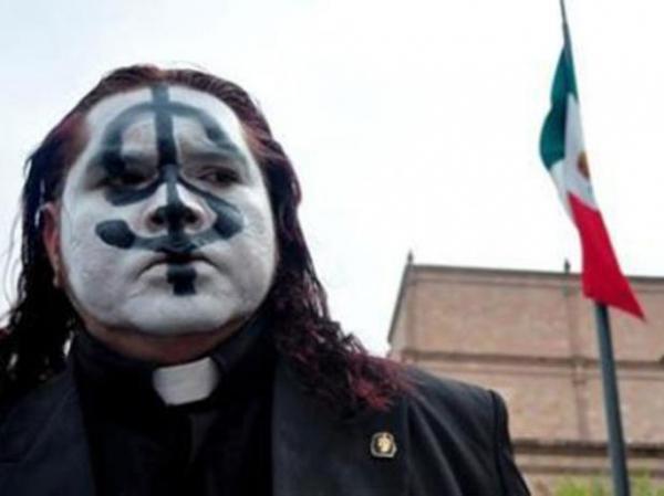 Padre roqueiro sai em retiro após boatos de que bebe e faz sexo no México