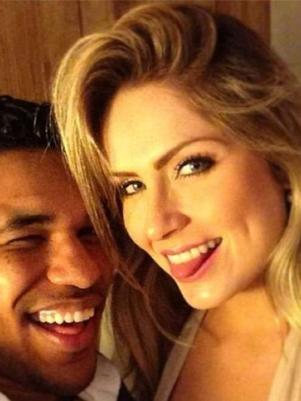 Atacante Brandão posta foto no Instagram com ex-BBB e cria polêmica