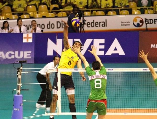 Bulgária dá susto, mas show de Bruninho conduz Brasil à virada