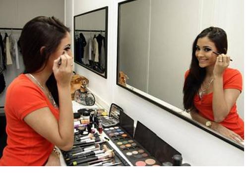 Carolina Oliveira mantém 45kg sem malhar, e se diz vaidosa