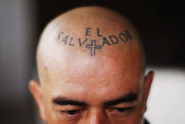 Veja tatuagens bizarras exibidas por membros de gangues em El Salvador