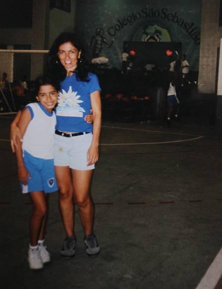 Mãe lembra primeiro beijo, ligação de idólo e mais histórias de Mc Anitta